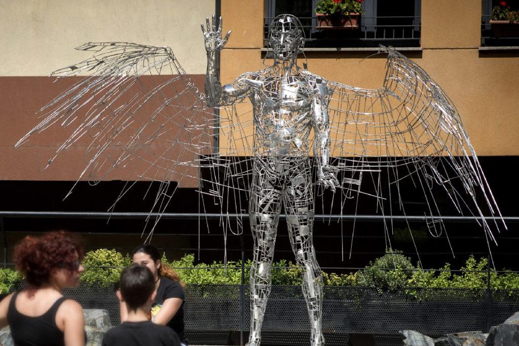 Winged Man - Escultura Figurativa en Acero | Jordi Díez Fernández