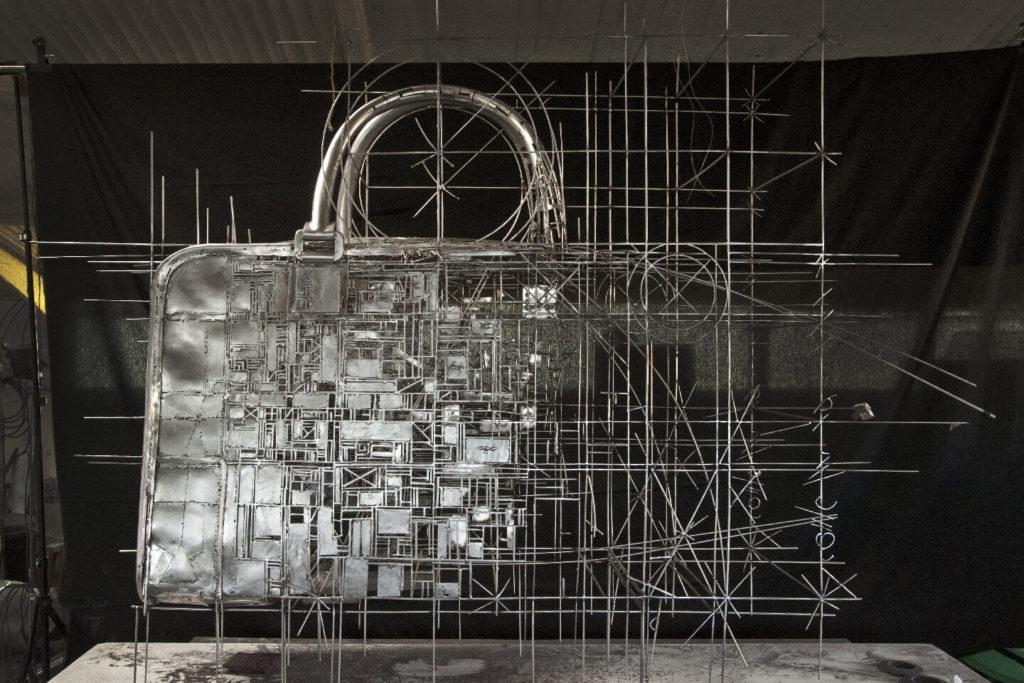 Loewe, Bolso 'Amazona' - Escultura Figurativa en Acero | Jordi Díez